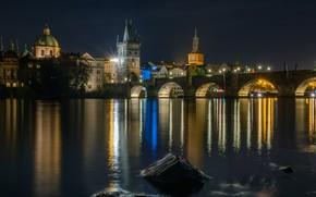 Картинка ночь, мост, огни, темнота, отражение, камни, берег, здания, Прага, Чехия, арки, архитектура, водоем, история, старинная, …