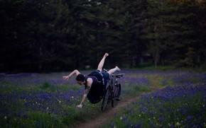 Картинка девушка, природа, велосипед, ситуация, падение
