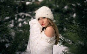 Картинка зима, взгляд, девушка, ветки, лицо, поза, плечо, шапочка, Николай Брехов