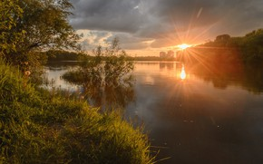 Картинка лето, небо, вода, лучи, деревья, закат, природа, река