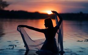 Картинка девушка, закат, силуэт, в воде, Сергей Кузичев