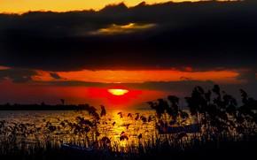 Картинка солнце, закат, озеро, лодка, зарево