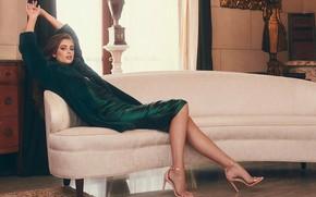 Картинка взгляд, девушка, поза, стиль, диван, платье, окно, каблуки, красотка, Taylor Hill