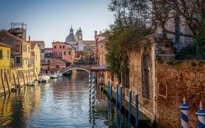 Картинка город, улица, дома, лодки, Италия, Венеция, канал, мостик