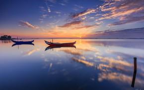 Обои море, облака, отражение, лодки
