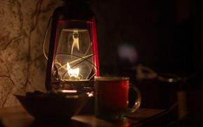 Картинка свет, стакан, темнота, тепло, чай, тумба, керосиновая лампа