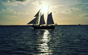 Картинка море, закат, отражение, корабли, вечер, парусники