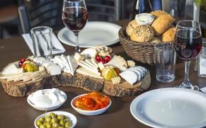 Обои вино, бокал, сыр, хлеб, оливки, закуска, ассорти