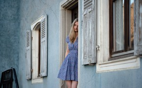 Картинка девушка, дом, окно