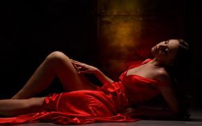 Картинка девушка, поза, фон, декольте, красное платье, ножка, Константин Астраханцев
