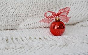 Картинка зима, красный, праздник, шарик, Рождество, белый фон, Новый год, бантик, новогодние украшения, ёлочный шар, вязаный …