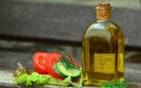 Картинка зелень, бутылка, масло, помидоры, огурцы