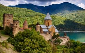 Картинка пейзаж, горы, тучи, природа, река, крепость, архитектура, Грузия, Ананури, Мцхета-Мтианети