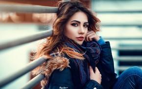 Картинка взгляд, поза, модель, портрет, джинсы, макияж, куртка, прическа, перила, шатенка, красотка, платок, боке, Alessandro Di …