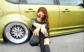 Картинка авто, взгляд, Ford, Девушки, очки, азиатка, красивая девушка, позирует над машиной