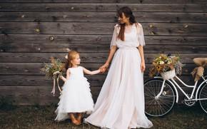 Картинка девушка, счастье, цветы, велосипед, платье, девочка, мама, дочка