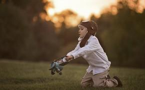 Картинка трава, природа, игра, мальчик, ребёнок, самолётик, Larisa Korsikova
