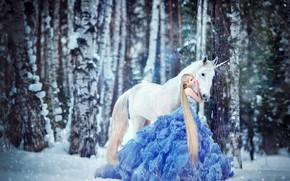 Картинка зима, лес, белый, девушка, снег, деревья, любовь, природа, поза, фантазия, настроение, конь, стволы, голубое, лошадь, …