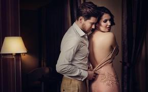 Обои девушка, комната, спина, платье, пара, мужчина, влюбленные