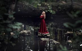 Картинка взгляд, вода, девушка, природа, поза, река, камни, платье, Анна Шувалова