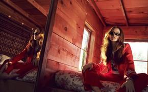 Картинка комната, актриса, очки, рыжая, Madelaine Petsch