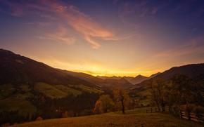 Картинка поле, осень, лес, небо, облака, свет, деревья, пейзаж, закат, горы, холмы, склоны, вершины, забор, поля, ...