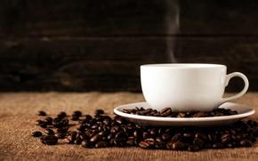 Картинка темный фон, кофе, пар, кружка, напиток, кофейные зерна