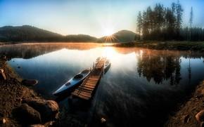 Картинка солнце, лучи, деревья, пейзаж, горы, природа, озеро, камни, рассвет, лодки, утро, леса, Болгария, мосток, Shiroka …