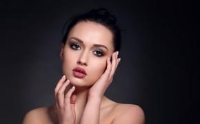 Картинка взгляд, девушка, лицо, портрет, руки, макияж, губки, плечи, тёмный фон, Анна Шувалова