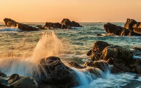 Картинка море, волны, небо, солнце, облака, свет, пейзаж, брызги, камни, скалы, берег, поток, утро, освещение, прибой, …