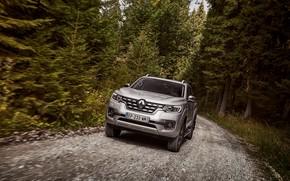Картинка лес, движение, Renault, пикап, 4x4, 2017, Alaskan, серо-серебристый