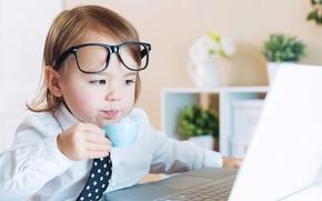 Картинка мальчик, молоко, очки, ноутбук