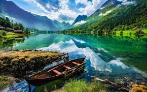 Картинка облака, пейзаж, горы, природа, отражение, лодка, Норвегия, берега, фьорд