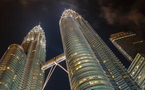 Картинка ночь, город, здания, Малайзия, вид снизу, Куала-Лумпур