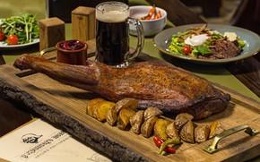 Картинка пиво, мясо, картофель, вепрово колено, чешская кухня