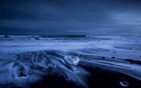 Картинка лед, зима, море, волны, небо, облака, ночь, берег, лёд, льдинки, вечер, прибой, сумерки, камушки