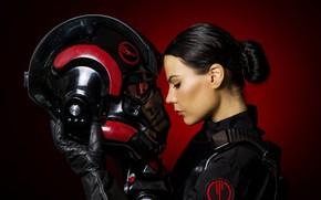 Картинка девушка, лицо, костюм, шлем