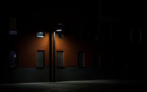 Картинка ночь, темнота, улица, окна, фонарь