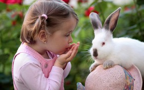 Картинка ребенок, кролик, девочка