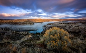 Обои пейзаж, трава, небо, растение, вид, водоем, туман, природа, облака, река, холмы, куст, растительность, даль, горы, ...