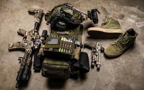 Картинка пистолет, амуниция, штурмовая винтовка