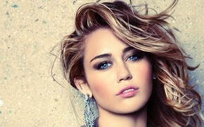 Картинка взгляд, девушка, серьги, макияж, помада, Miley Cyrus, Marie Claire