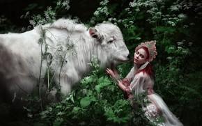 Картинка зелень, лес, белый, листья, девушка, украшения, цветы, природа, лицо, поза, фантазия, стебли, сказка, корона, платье, ...