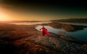 Картинка девушка, солнце, свет, природа, берег, красное платье, водоем