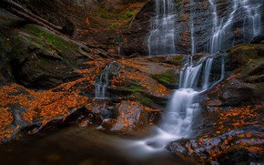 Картинка осень, листья, пейзаж, природа, темный фон, камни, скалы, берег, листва, водопад, поток, рыжие, оранжевые, листопад, …