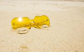 Картинка песок, море, пляж, лето, отдых, очки, summer, love, beach, sea, sand, hearts, vacation, sunglasses