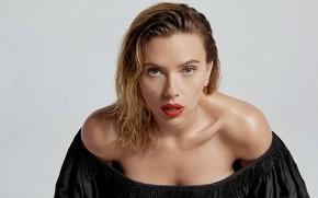 Картинка взгляд, девушка, поза, фото, актриса, Scarlett Johansson, губы, плечи