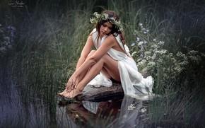 Картинка девушка, камень, ножки, венок, Анна Шувалова