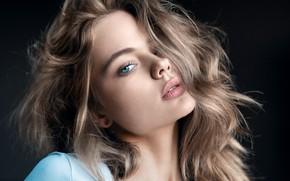 Картинка взгляд, девушка, лицо, волосы, портрет, тёмный фон, Анастасия Макаренко, Михаил Михайлов