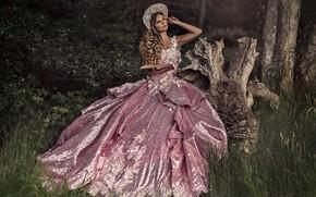 Картинка трава, взгляд, девушка, природа, поза, шляпа, платье, красотка, Ruth Chornolutskyy